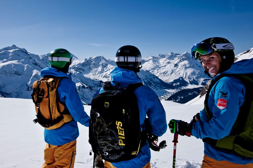 Vorarlberg Wintersport groepje skiërs