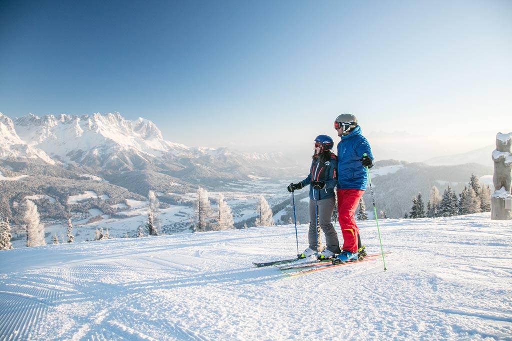 Skiërs op de piste in SkiWelt