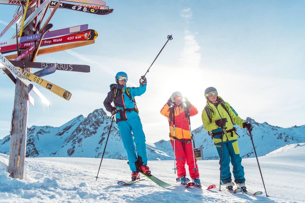 Wintersporters op de piste in Ischgl