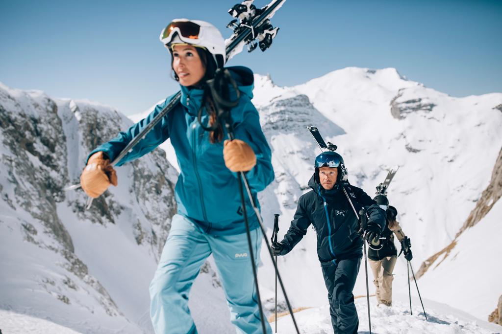 na het skiën
