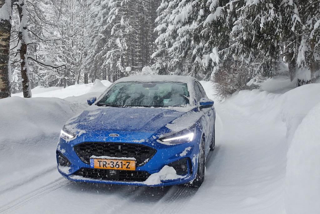 Rijden in de sneeuw Oostenrijk