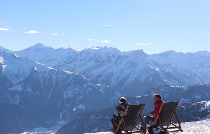 fotograaf foto mannetjes op de berg genieten van het zonnetje