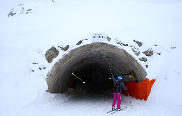 Skiën door de tunnel in Silvretta Montafon in Oostenrijk
