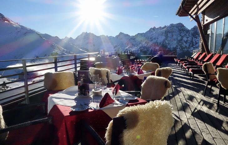 restaurant en terras op de berg