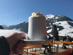 Chocomelk met slagroom in Kirchberg