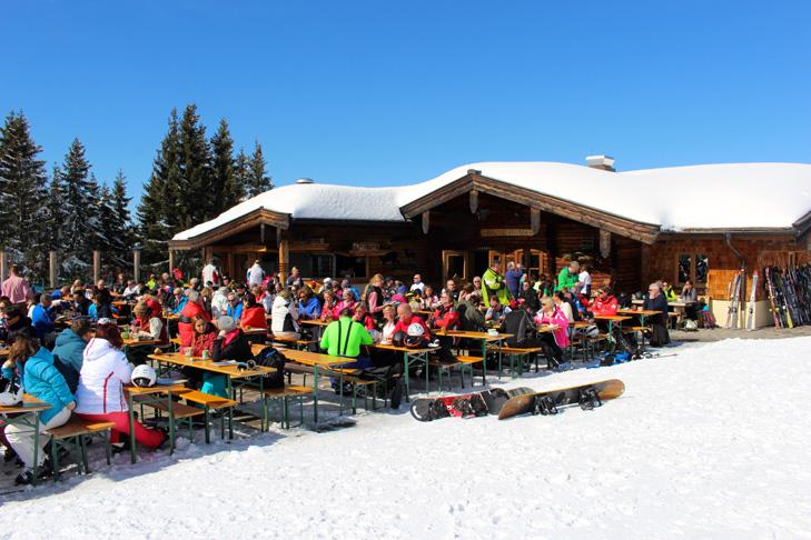 Veel kleine en knusse berghutten en pisterestaurants in St. Johann in Tirol
