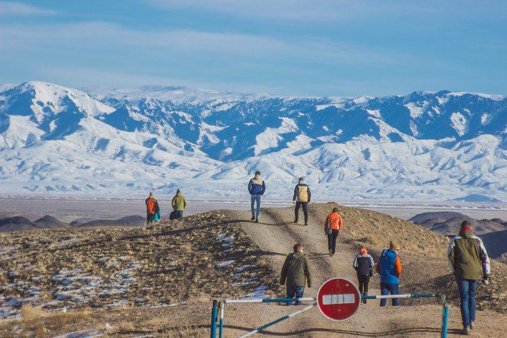 Wintersportlandschap in een avontuurlijk land