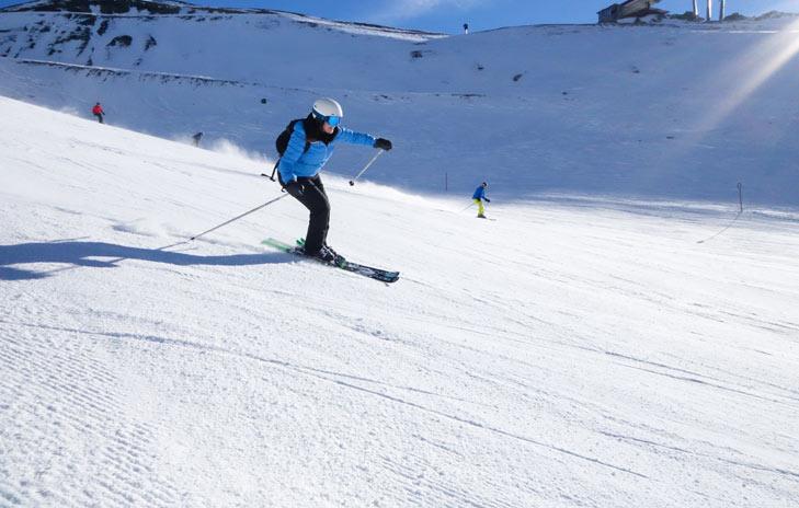 Skiër op de pistes in Silvretta Arena Ischgl - Samnaun