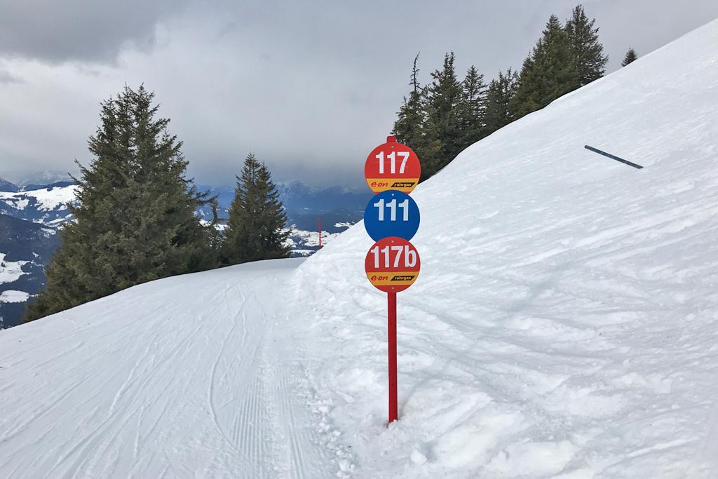 Pistebordje in de SkiWelt met blauwe en rode piste