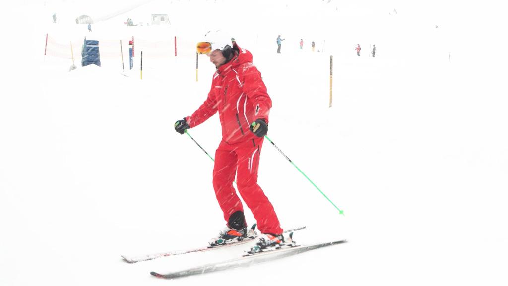 De berg oplopen op je ski