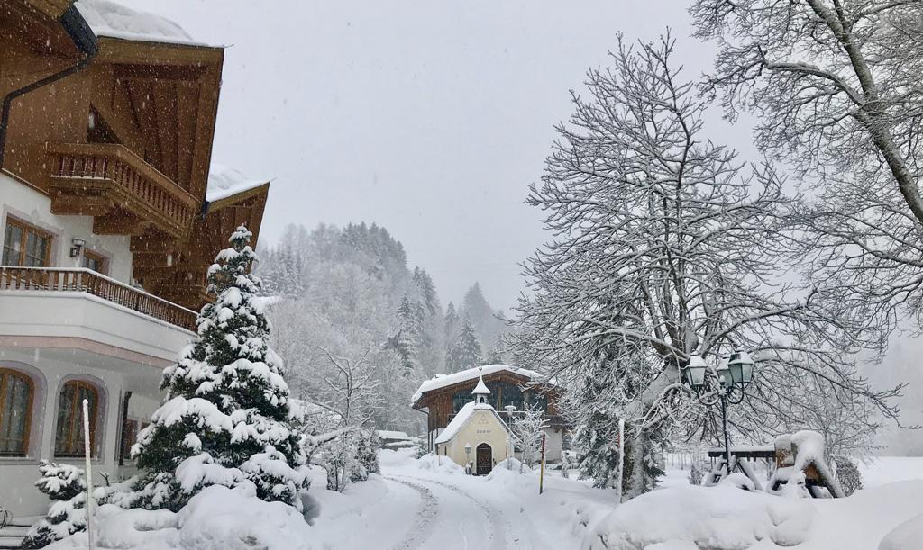 Pension Dandler in Fieberbrunn met sneeuw