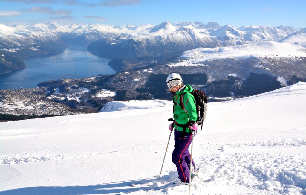 Skiën in Strada met uitzicht op de fjorden