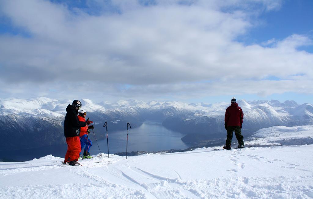 Skiën met uitzicht op de fjorden in Stranda