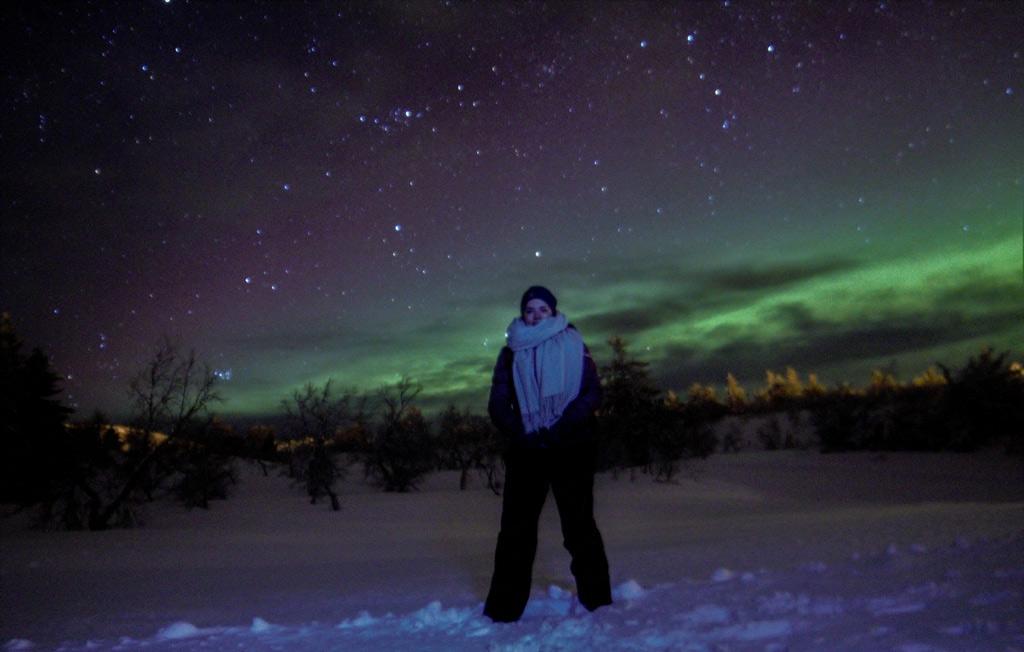 Poseren voor het Noorderlicht in Trysil, Noorwegen