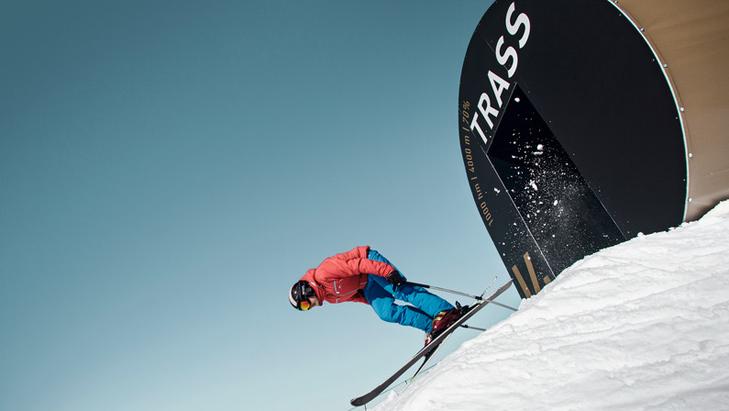 Skier gaat van start op de Trassafdaling