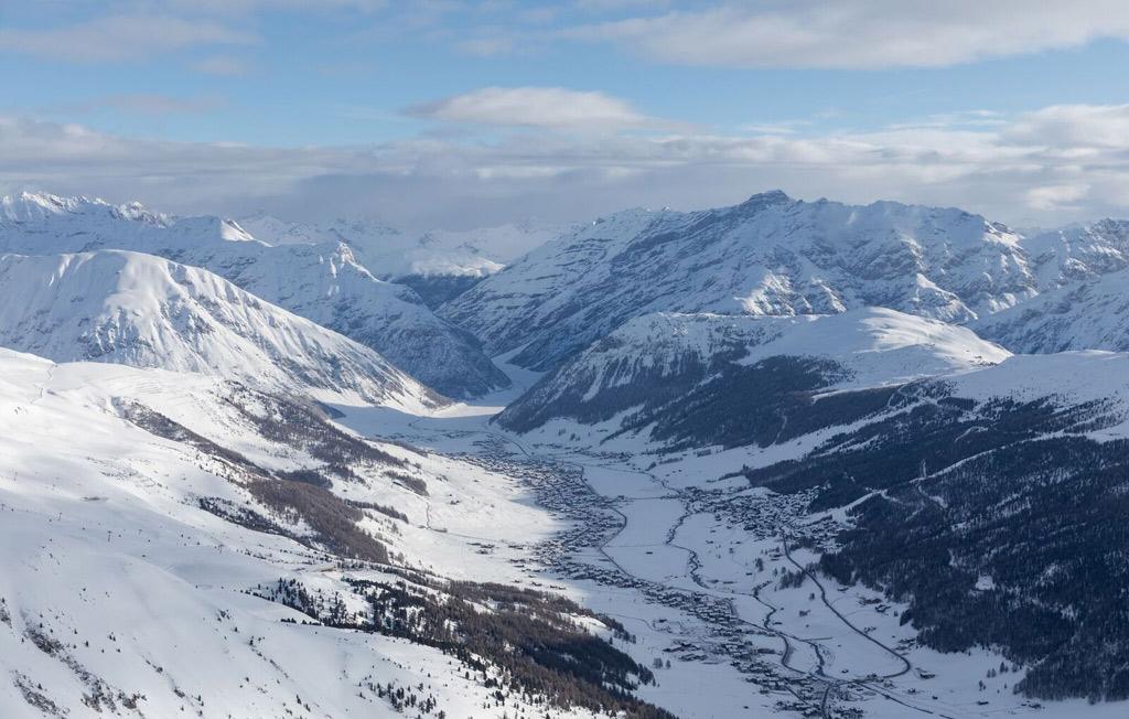 Het uitzicht vanaf de bergen op Livigno