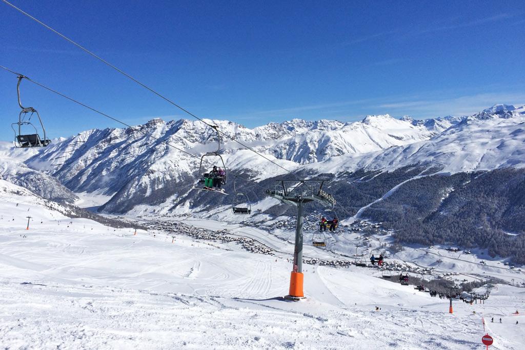 Skiën op een borstelbaan