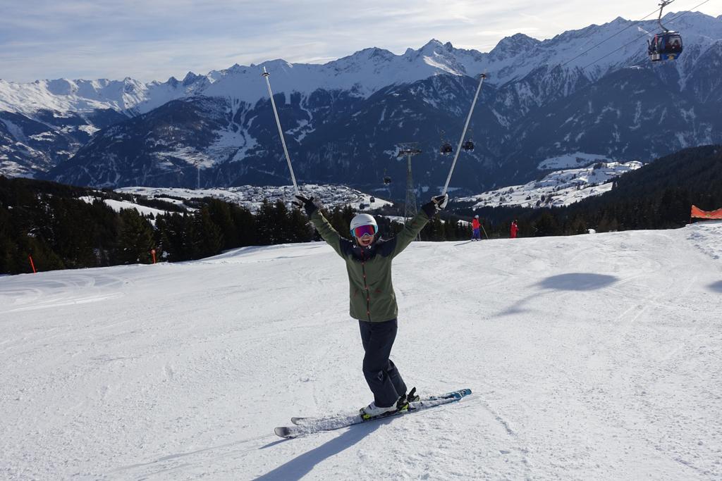 Blije wintersporter op de piste
