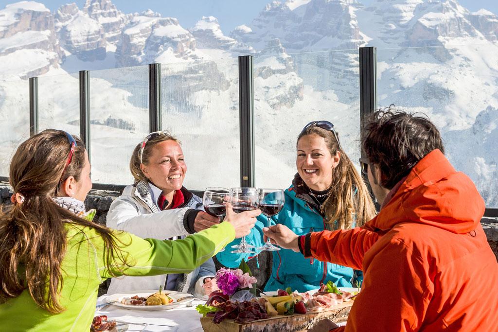 Lunchen bij een berghut in Madonna di Campiglio/Pinzolo/Folgarida – Marilleva
