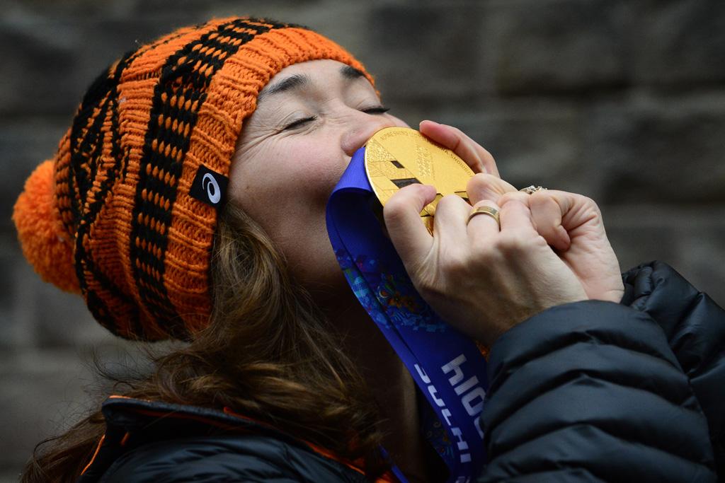Bibian Mentel met haar gouden medaille tijdens de Paralympische Spelen