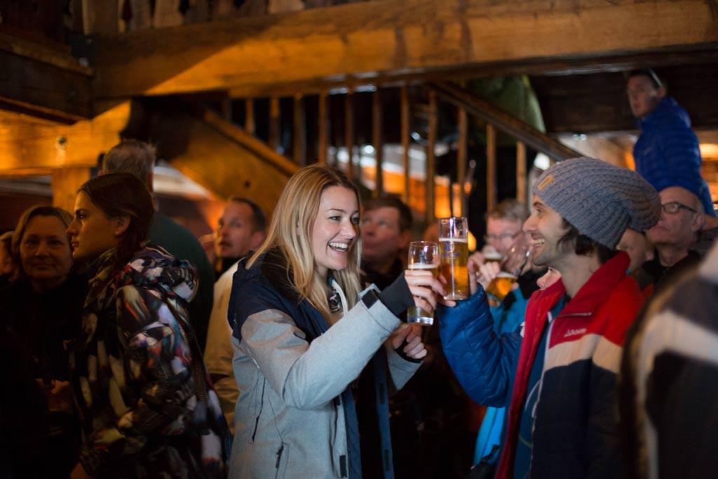 Biertje drinken in de après-ski in het Skicircus