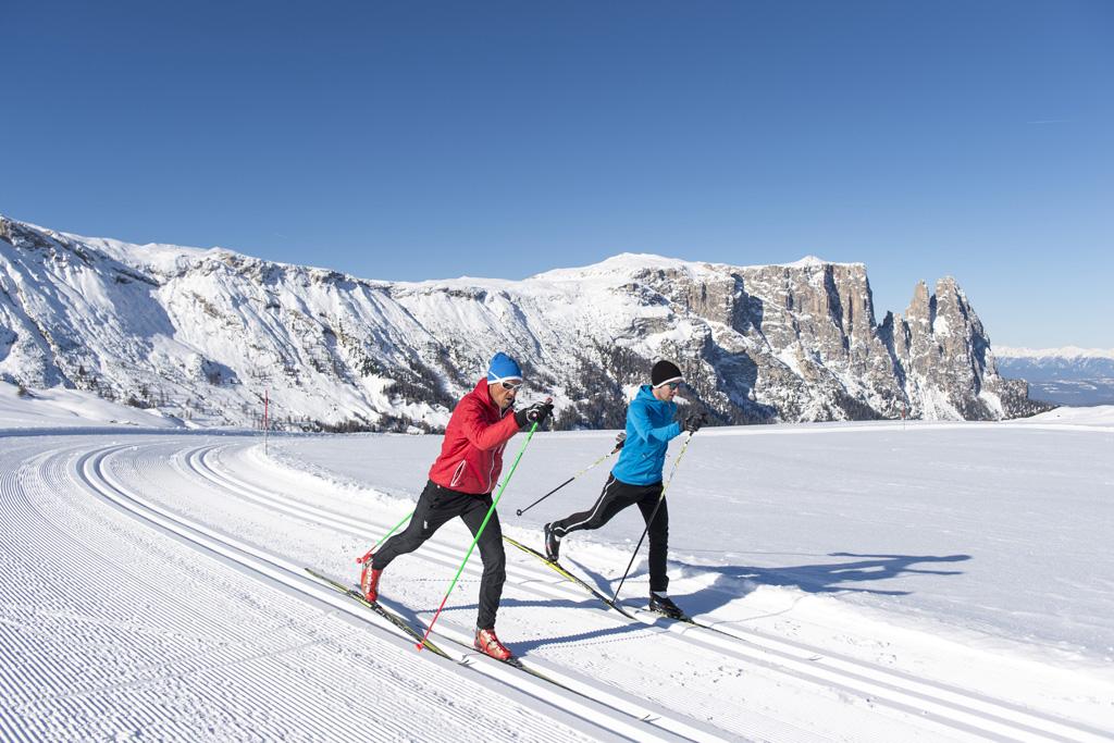 Langlaufen met mooi weer in Seiser Alm / Alpe Siusi