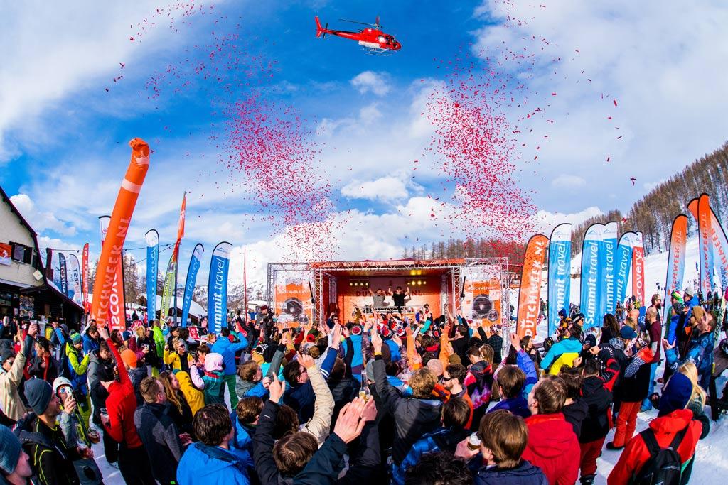 Feest tijdens een Snowparty op de piste in Dutchweek Italia
