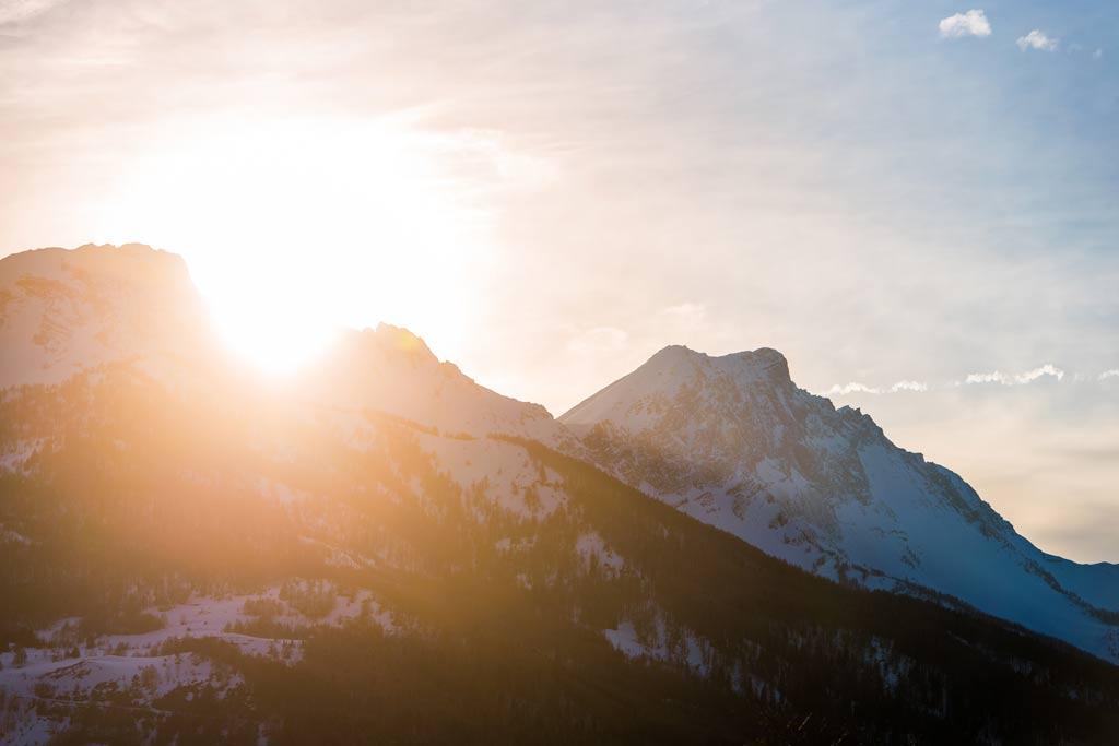 Zon achter de bergen tijdens Dutchweek Italia