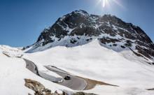 De Timmelsjoch Hochalpenstrasse met sneeuw