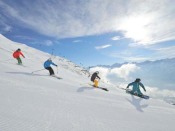 Skipiste Schnee Skifahrer Snowboarder