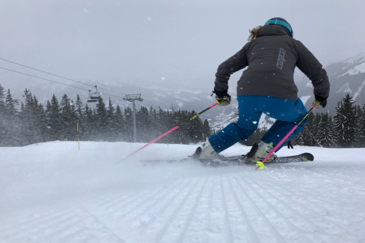 How many calories do we burn while skiing and snowboarding?