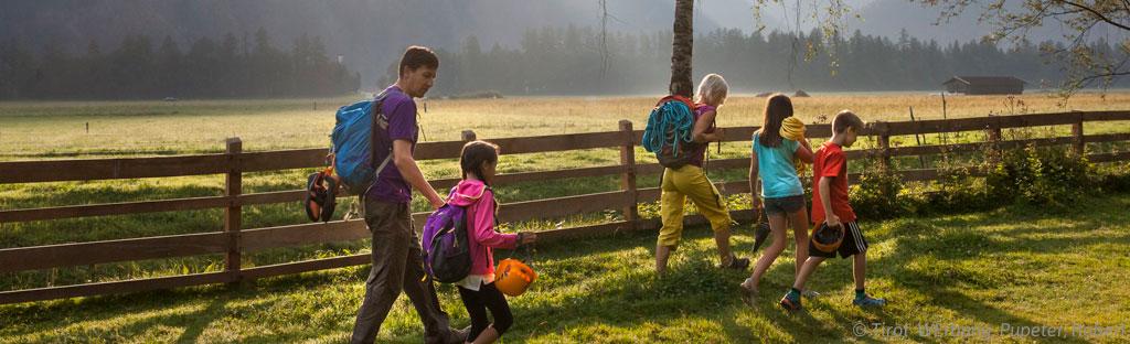 Wandelen met je kinderen in de bergen, betaalbaar en goedkoop