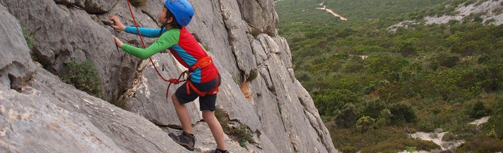 Rotsklimmen aan een toprope, sportklimmen met uitzicht