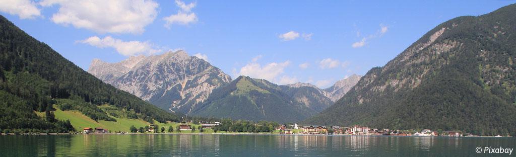 Kamperen aan de Achensee in Tirol in Oostenrijk