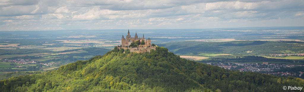 Burg Hohenzollern is een bezienswaardigheid in het Zwarte Woud