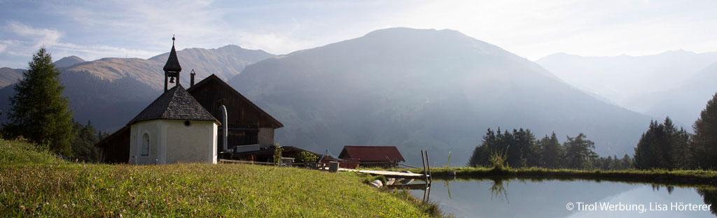 kapel berg meer op alm in Tirol