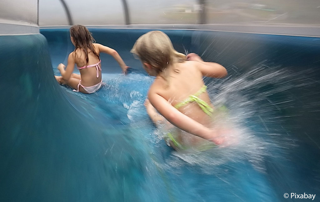 Kinderen in het waterpark Oostenrijk