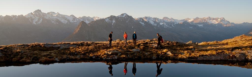 Wandelen in Galtür langs een meer
