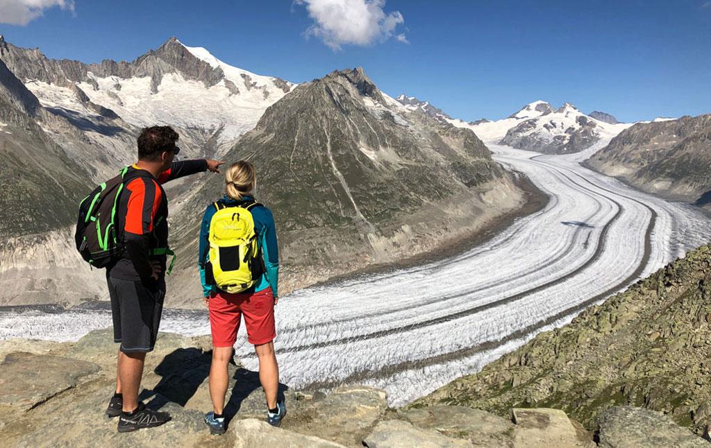 gletsjer bekijken tijdens een wandeling in de bergen