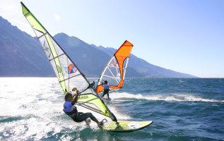 10 bergmeren waar je kunt windsurfen