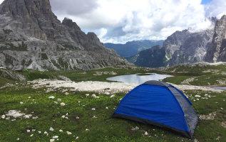 Wildkamperen in de Alpen: regels per land & tips
