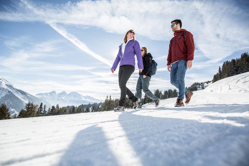 Wandelen door de sneeuw in Arosa