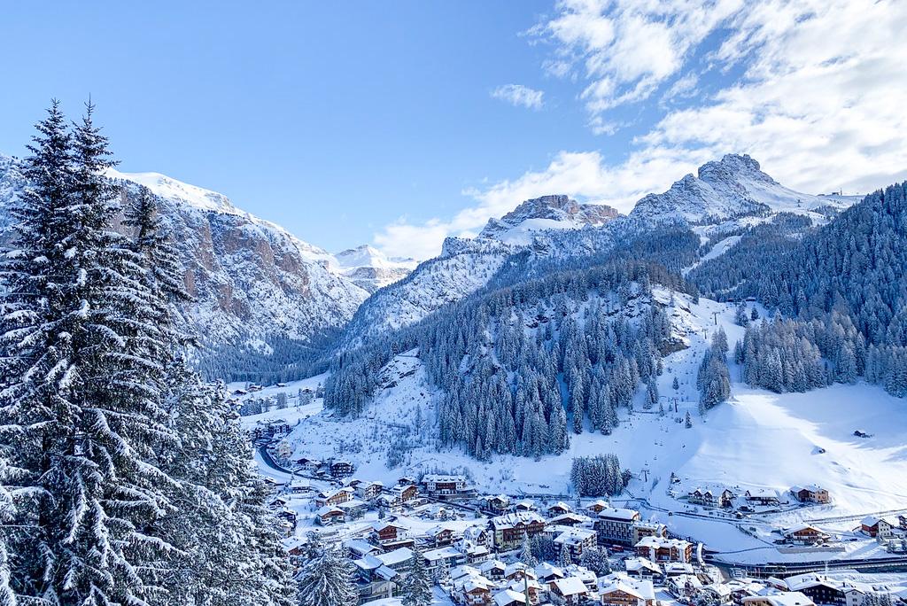 Skidorp in de Dolomieten