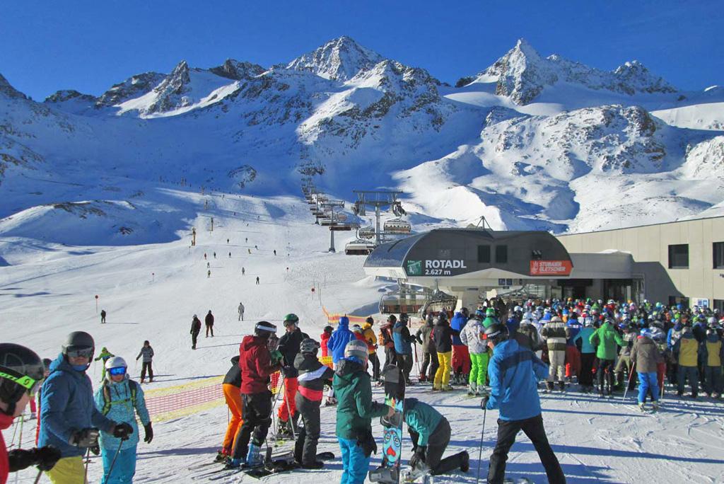 Drukte stoeltjeslift schoolvakantie wintersport