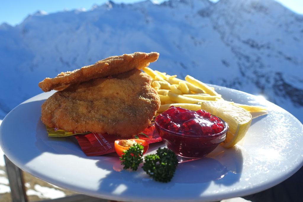 Schnitzel met patat op Wintersport