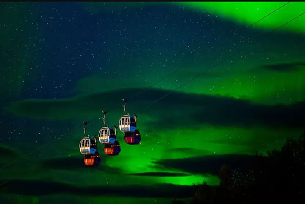 Northern Lights with ski gondola