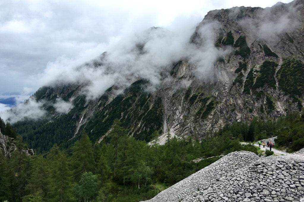 Wolken en slecht weer in de bergen
