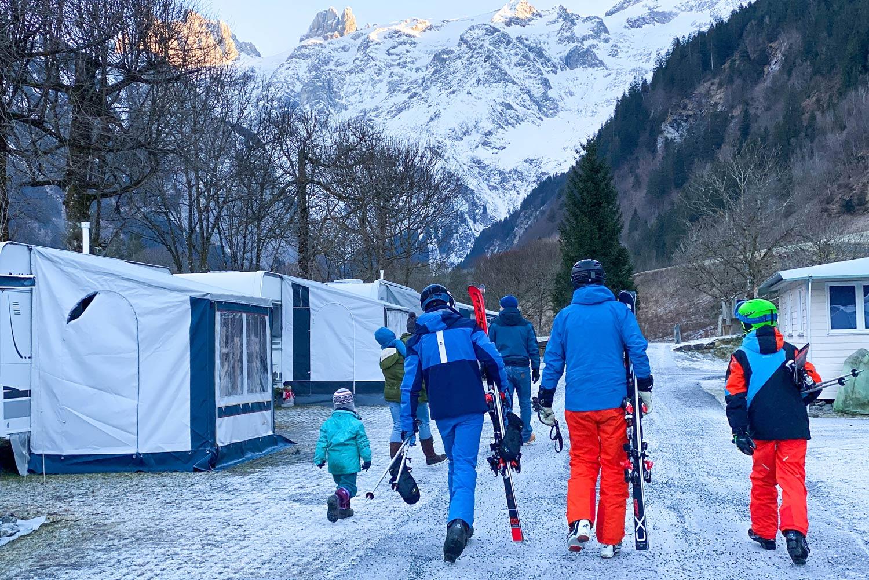 winterkamperen in de Alpen op wintersport