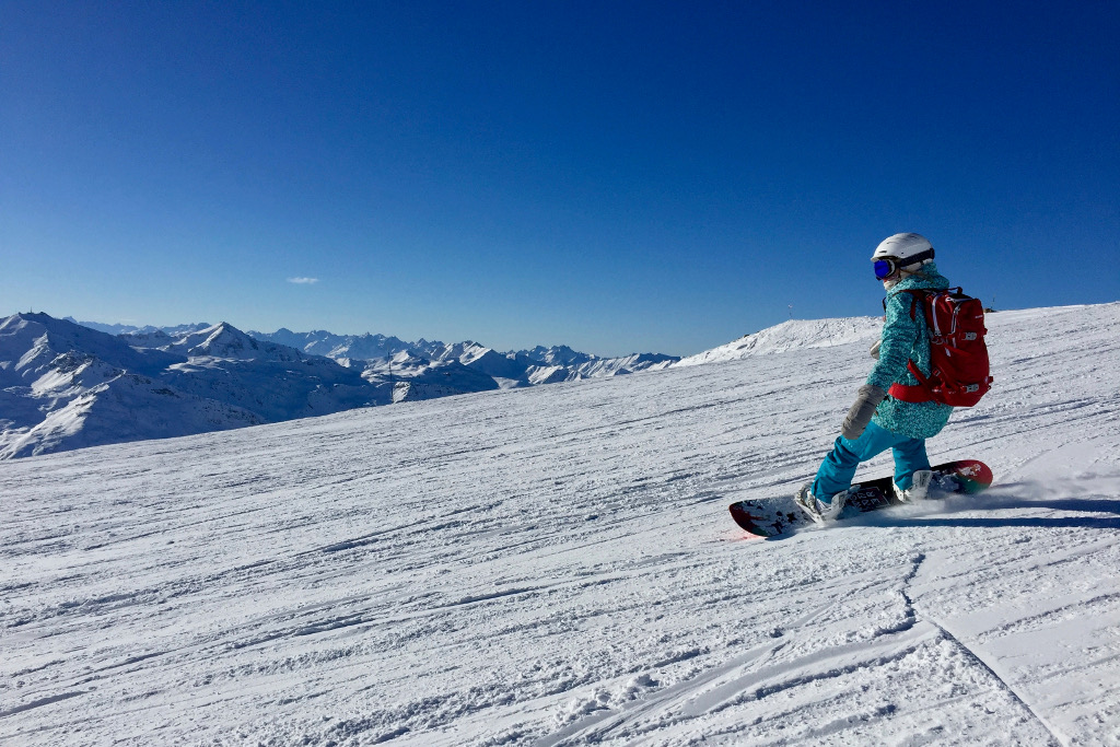 Snowboarder on piste in the Alps