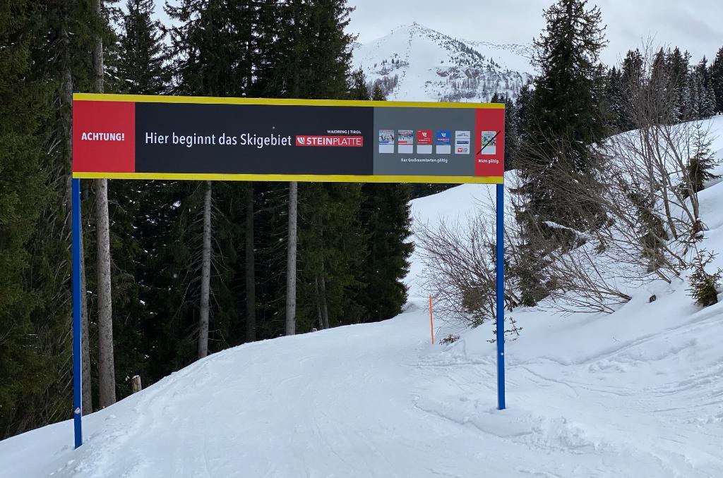 Schild Skigebiet Steinplatte